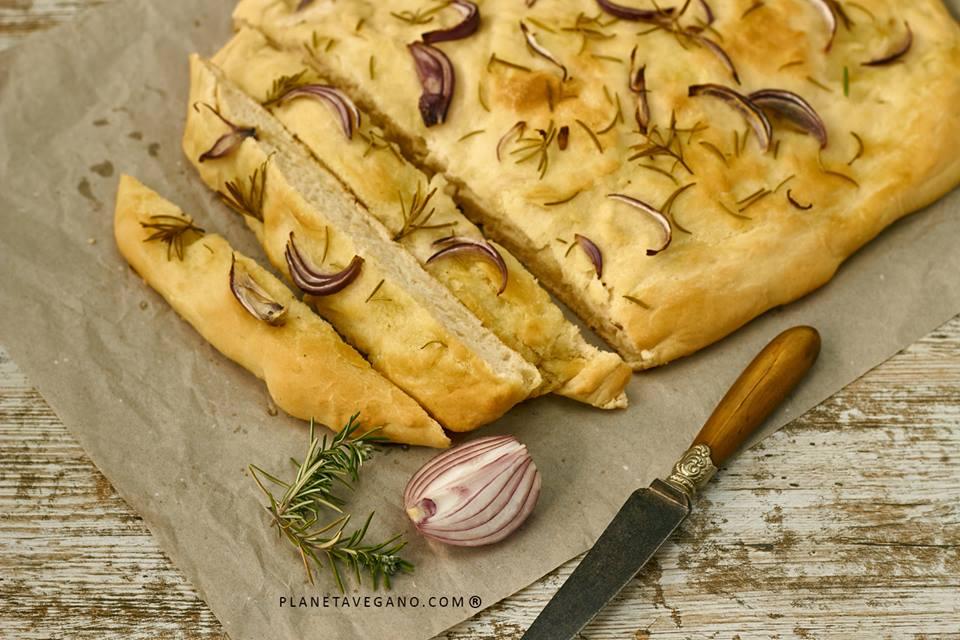 Focaccia con cebolla y romero