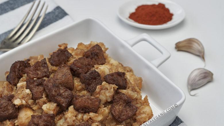 Patatas revolconas con torreznos veganos